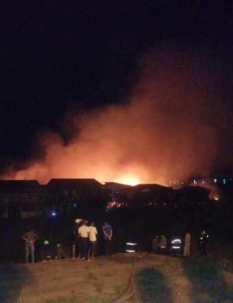 Cháy lớn gây thiệt hại nặng nề tại quận Russey Keo, Phnom Penh, Campuchia - ảnh 2