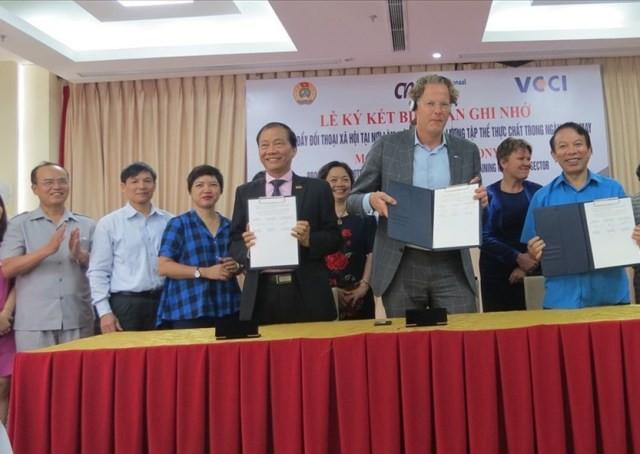 Thúc đẩy đối thoại xã hội trong ngành dệt may Việt Nam - ảnh 1