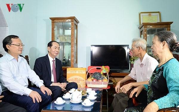 Chủ tịch nước Trần Đại Quang thăm và làm việc tại tỉnh Hưng Yên - ảnh 2