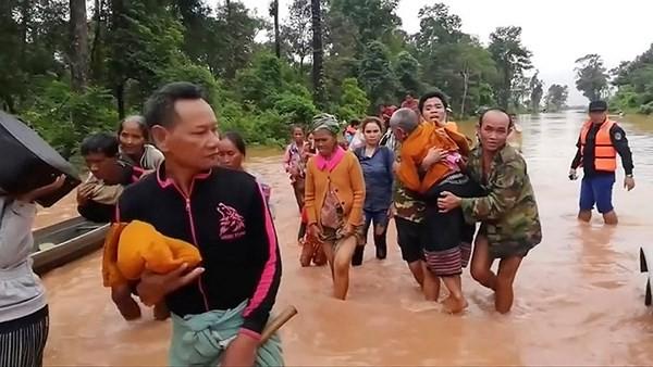 Tiếp tục công tác hỗ trợ nhân dân Lào khắc phục sự cố vỡ đập thủy điện  - ảnh 1