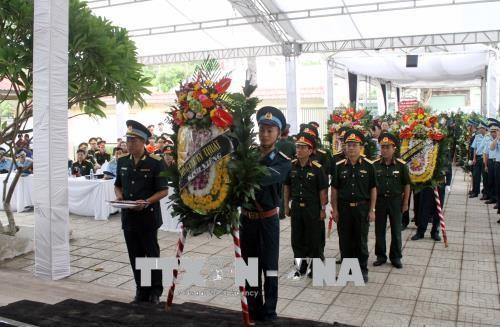 Lễ viếng và truy điệu hai phi công hy sinh khi bay huấn luyện tại Nghệ An - ảnh 1