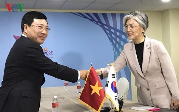 Phó Thủ tướng, Bộ trưởng Ngoại giao Phạm Bình Minh tiếp xúc song phương bên lề Hội nghị AMM 51 - ảnh 3