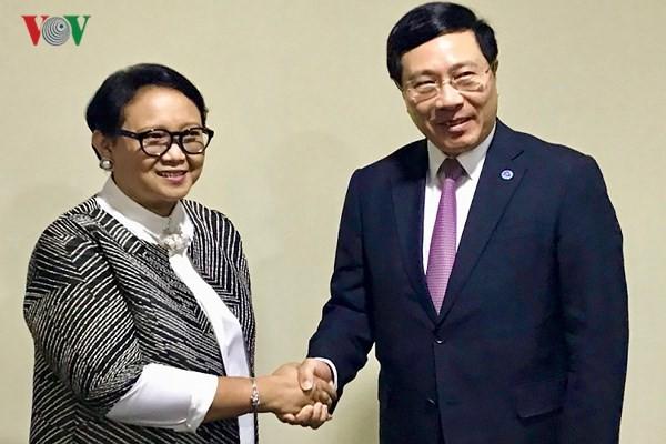 Phó Thủ tướng, Bộ trưởng Ngoại giao Phạm Bình Minh tiếp xúc song phương bên lề Hội nghị AMM 51 - ảnh 2