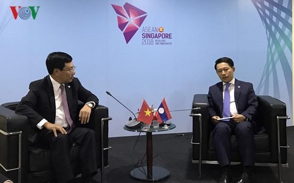 Phó Thủ tướng, Bộ trưởng Ngoại giao Phạm Bình Minh tiếp xúc song phương bên lề Hội nghị AMM 51 - ảnh 1