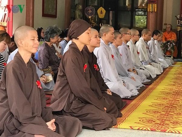 Xúc động lễ Vu Lan báo hiếu của cộng đồng người Việt tại Thái Lan - ảnh 3