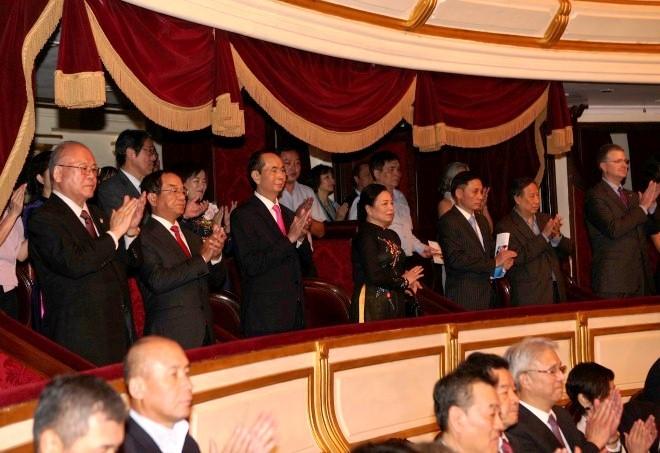Chủ tịch nước Trần Đại Quang dự Chương trình hòa nhạc kỷ niệm 45 năm thiết lập quan hệ ngoại giao Việt Nam - Nhật Bản - ảnh 1