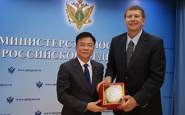 Bộ trưởng Tư pháp Lê Thành Long gặp Bộ trưởng Tư pháp Liên bang Nga Konovalov Alexandr Vladimirovich - ảnh 1