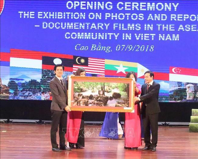 Triển lãm ảnh, phim phóng sự - tài liệu trong cộng đồng ASEAN năm 2018 - ảnh 1