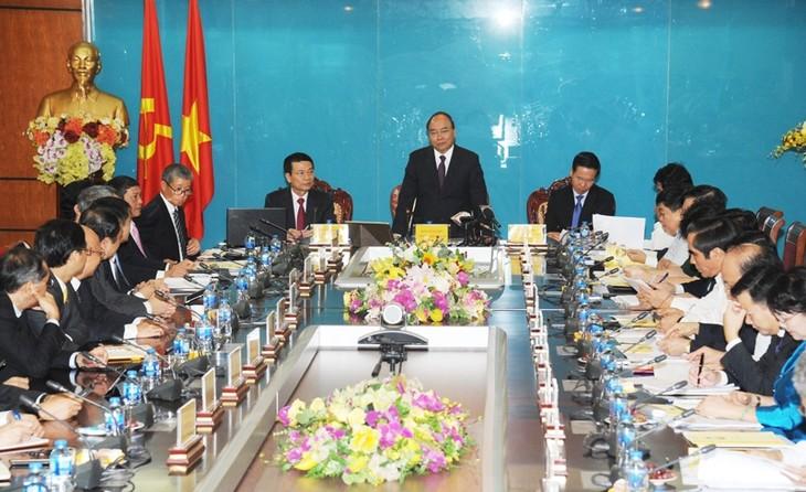 Thủ tướng Nguyễn Xuân Phúc làm việc với Bộ Thông tin và Truyền thông - ảnh 1