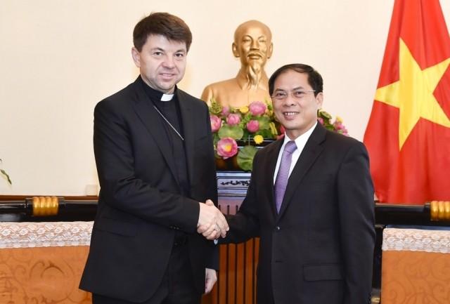 Đặc phái viên không thường trú của Tòa thánh tại Việt Nam chào xã giao Lãnh đạo Bộ Ngoại giao - ảnh 1