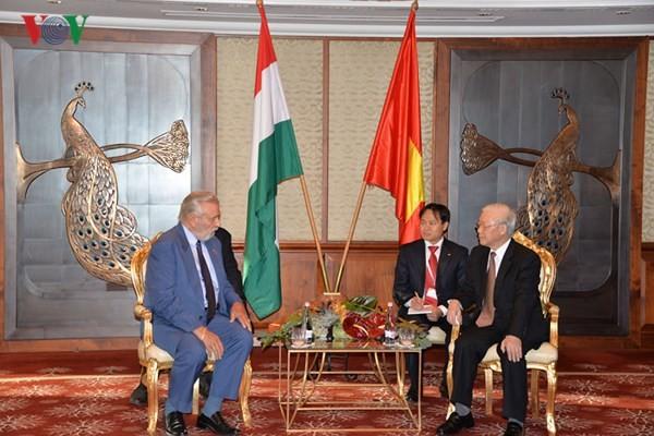 Tổng Bí thư tiếp Chủ tịch Hội hữu nghị Hungary-Việt Nam - ảnh 1