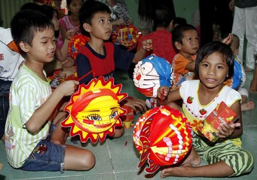 Cùng thắp lên ngọn lửa yêu thương cho trẻ em - ảnh 1
