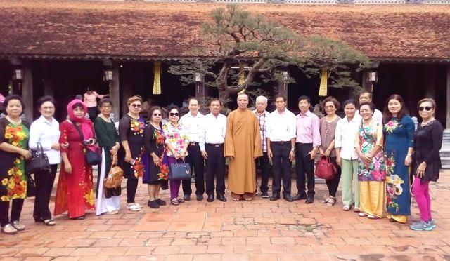 Trưởng ban Dân vận Trung ương Trương Thị Mai tiếp Đoàn cựu giáo viên kiều bào Thái Lan - ảnh 2
