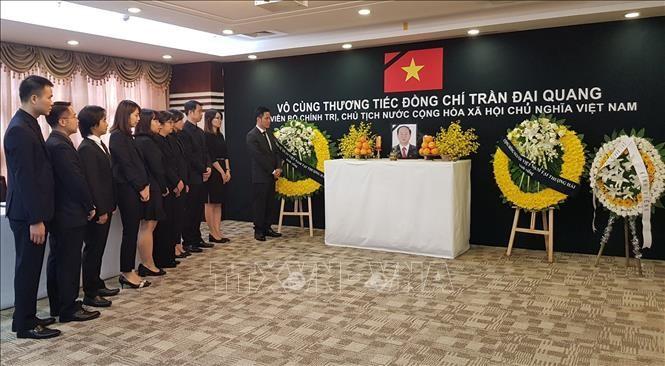 Tổng lãnh sự quán Việt Nam tại Thượng Hải và Đại sứ quán Việt Nam tại Ba Lan tổ chức lễ viếng Chủ tịch nước Trần Đại Quang - ảnh 1
