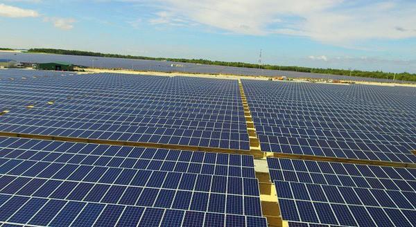 Khánh thành nhà máy điện mặt trời đầu tiên ở Việt Nam - ảnh 1