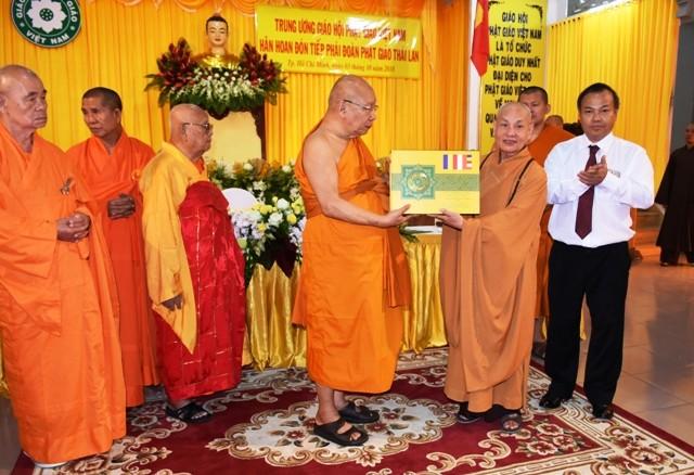 Đoàn Phật giáo Thái Lan thăm Việt Nam - ảnh 2
