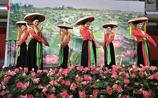 Quảng bá văn hóa, du lịch Việt Nam tại hội chợ Grenoble (Pháp) - ảnh 1