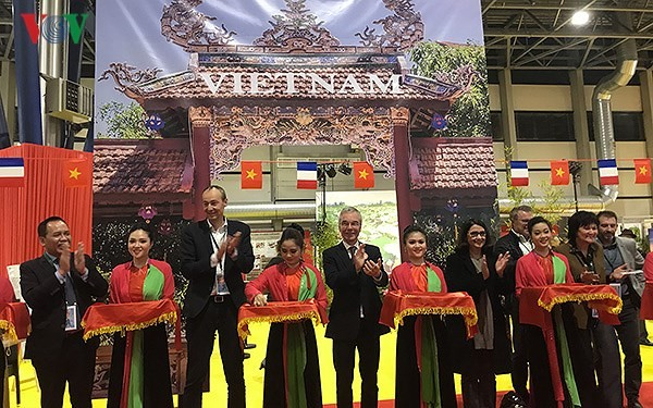 Quảng bá văn hóa, du lịch Việt Nam tại hội chợ Grenoble (Pháp) - ảnh 2