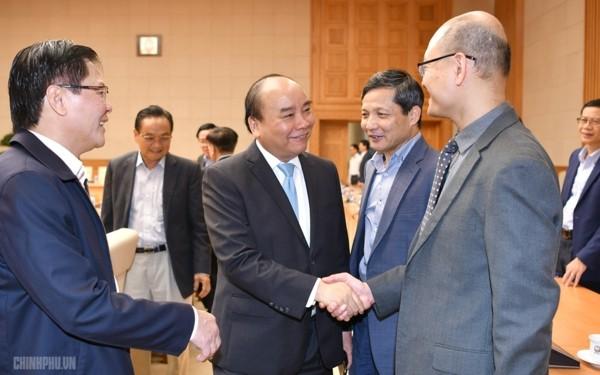 Thủ tướng Nguyễn Xuân Phúc làm việc với Tổ tư vấn kinh tế  - ảnh 1