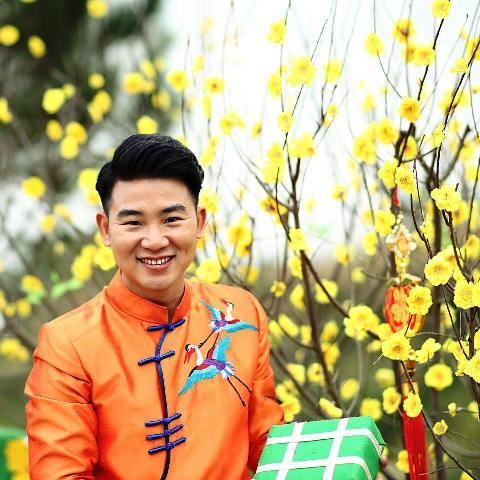 Việt Tú - Ấm lòng người xa xứ với dòng nhạc quê hương - ảnh 1