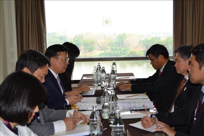 Bộ trưởng Tài chính Đinh Tiến Dũng tiếp xúc bên lề Hội nghị AFMM và AFMGM tại Thái Lan - ảnh 1