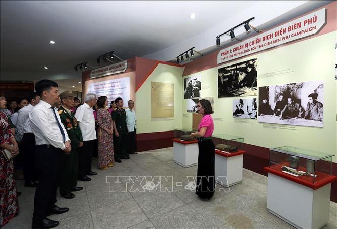 """Kỷ niệm 65 năm chiến thắng Điện Biên Phủ: Triển lãm """"Điện Biên Phủ - Một thiên sử vàng"""" - ảnh 1"""