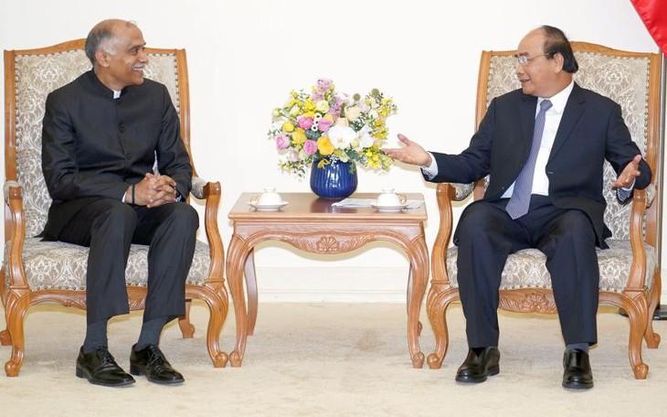 Kết thúc nhiệm kỳ công tác Đại sứ Ấn Độ chào từ biệt Thủ tướng Việt Nam - ảnh 1