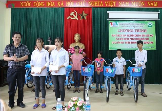 VOV trao tặng xe đạp, học bổng cho học sinh nghèo miền núi - ảnh 1