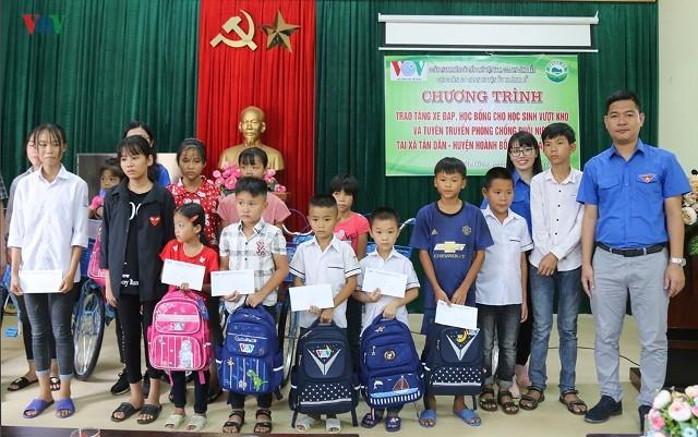 VOV trao tặng xe đạp, học bổng cho học sinh nghèo miền núi - ảnh 2