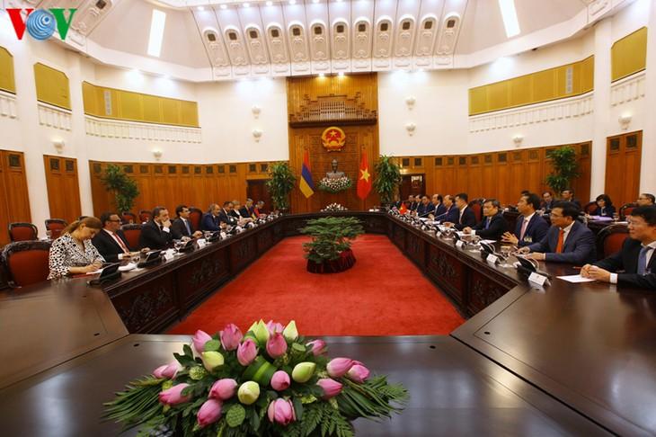Thủ tướng Nguyễn Xuân Phúc hội đàm với Thủ tướng Thủ tướng Cộng hoà Armenia - ảnh 3