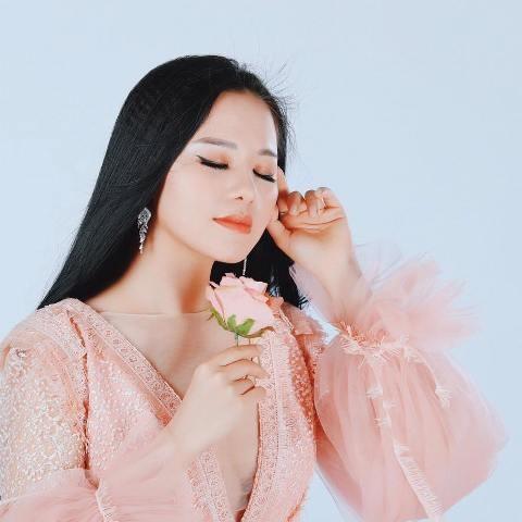 """Phạm Thùy Dung và sự trở lại ấn tượng với MV """"Tôi nhìn theo cánh chim bay"""" - ảnh 2"""