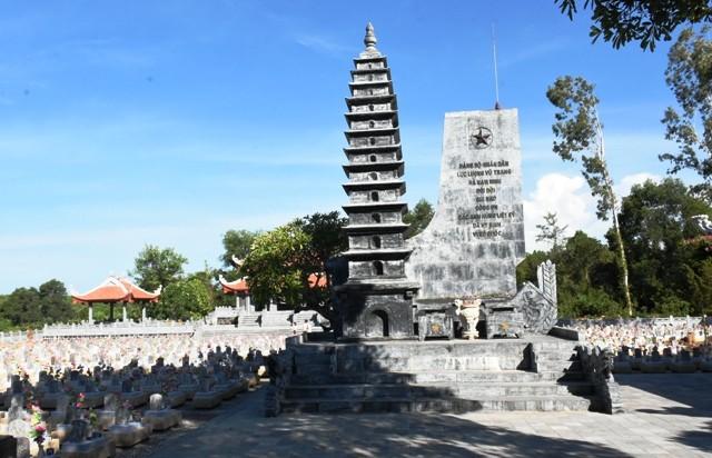 Thanh niên kiều bào dâng hương tưởng niệm các anh hùng liệt sĩ tại Nghĩa trang Liệt sĩ quốc gia Trường Sơn - ảnh 6