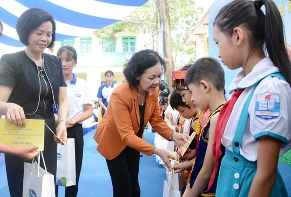 Trao 70.000 ly sữa cho trẻ em có hoàn cảnh khó khăn tại Thái Nguyên - ảnh 1