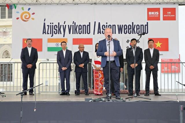 Việt Nam tỏa sáng tại lễ hội văn hóa châu Á 2019 ở Bratislava (Slovakia) - ảnh 1