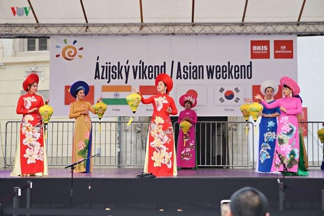 Việt Nam tỏa sáng tại lễ hội văn hóa châu Á 2019 ở Bratislava (Slovakia) - ảnh 2