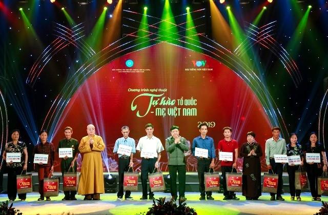 """Chương trình nghệ thuật đặc biệt """"Tự hào Tổ quốc – Mẹ Việt Nam"""" - Ca ngợi những giá trị đạo đức truyền thống của dân tộc - ảnh 6"""