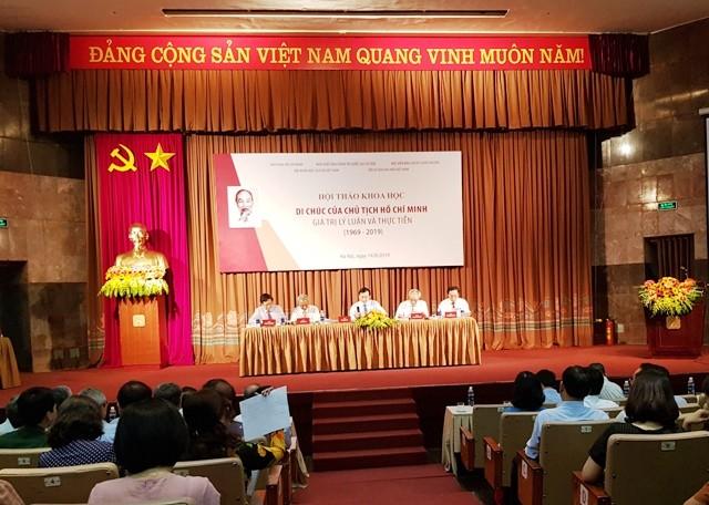 """Hội thảo khoa học """"Di chúc của Chủ tịch Hồ Chí Minh - Giá trị lý luận và thực tiễn"""" - ảnh 2"""