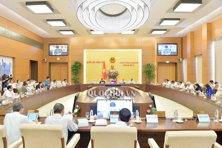 Ủy ban Thường vụ Quốc hội thảo luận về Bộ Luật lao động sửa đổi và dự án Luật Thư viện - ảnh 1
