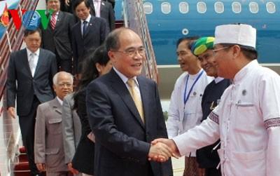 Ketua MN Nguyen Sinh Hung tiba di Myanamar  - ảnh 1