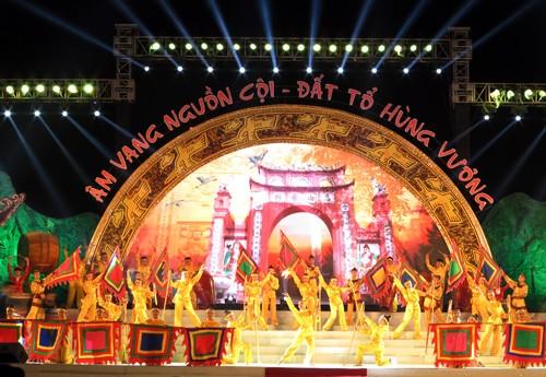 "Program kesenian ""Gema asal-usul bumi cikal bakal Raja Hung "" - ảnh 1"