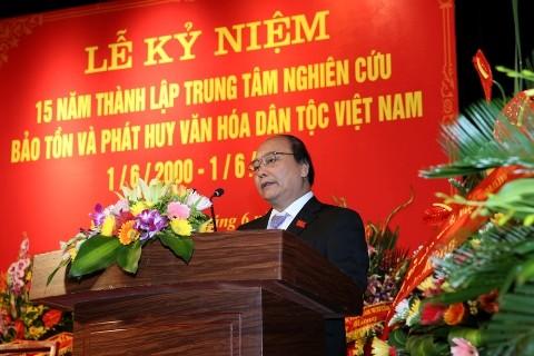 Membina kebudayaan Vietnam yang maju dan kental dengan identitas bangsa demi perkembangan Tanah Air - ảnh 1