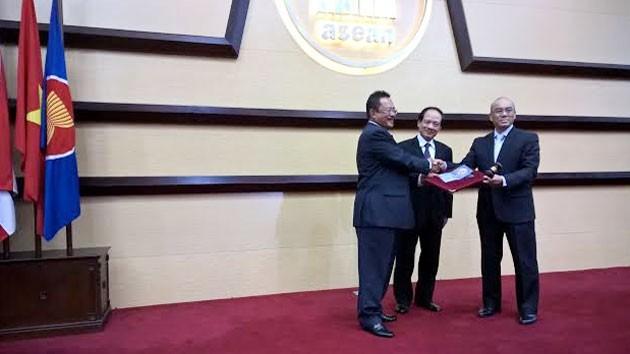 Vietnam menghadiri aktivitas memulai Tahun Keketuaan ASEAN 2016 dari Laos - ảnh 1