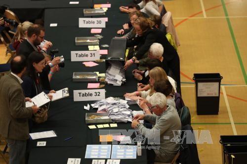 Pemilu di Inggeris: Partai Buruh dan Partai Konservatif kerja-mengejar dalam selisih yang tipis - ảnh 1