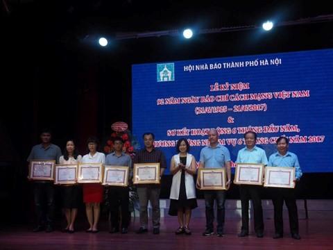 Aktivitas-aktivitas peringatan ultah ke-92 Hari Pers Revolusioner Vietnam - ảnh 1