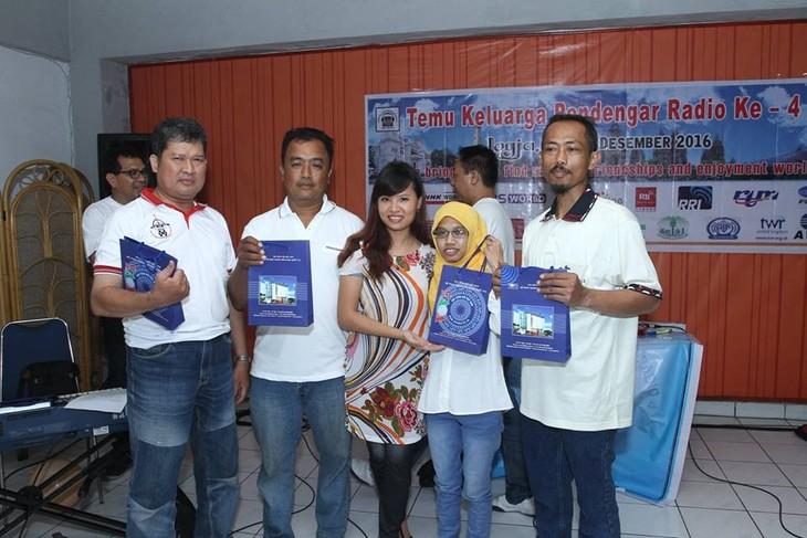 Pendengar mengucapakan HUT ke-51 siaran bahasa Indonesia - VOV5 - ảnh 2
