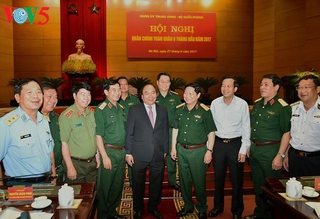 PM Vietnam, Nguyen Xuan Phuc : terus menggelarkan secara berhasil-guna Strategi Pembelaan Tanah Air  - ảnh 2