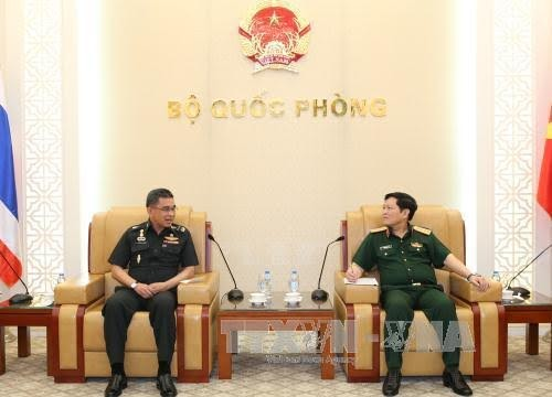 Menhan Vietnam menerima Sekretaris Harian Kemhan Thailand - ảnh 1