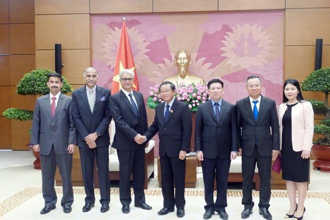 Wakil Ketua MN Vietnam, Do Ba Ty menerima Auditor Jenderal Negara India, Shri Shashi Kant Sharma - ảnh 1