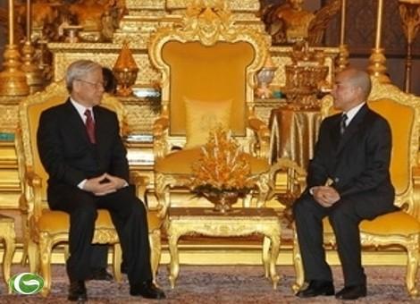 Sekjen Nguyen Phu Trong menemui para pemimpin Kerajaan Kamboja - ảnh 1