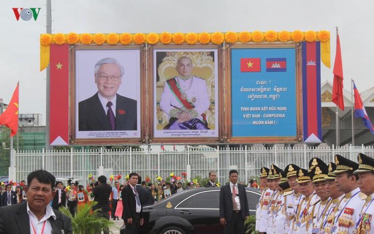 Pers Kamboja memberitakan secara menonjol kunjungan Sekjen KS. PKV di Kamboja - ảnh 1